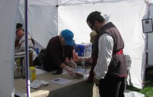Volunteer Gail Larkin serves hungry customers.